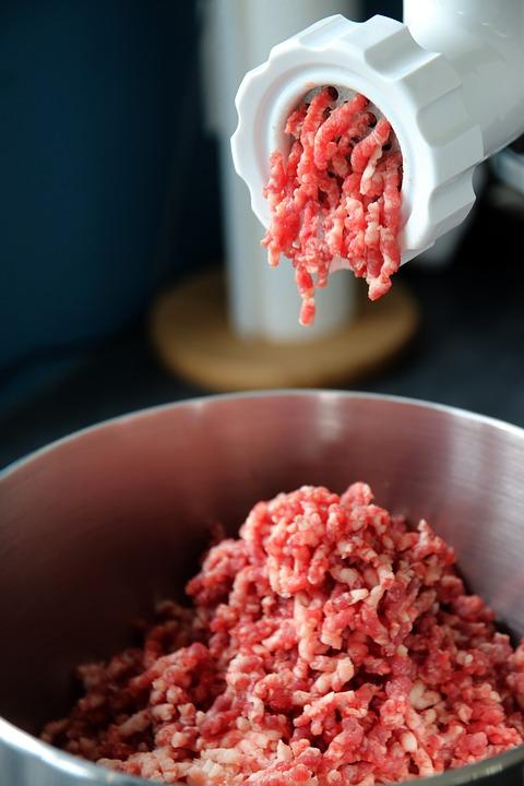 Fleischwolf für die Zubereitung von Bratwürsten